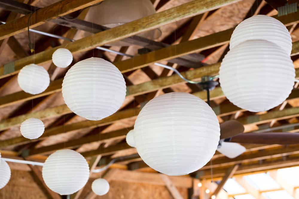 last-minute bridal shower decoration ideas: hanging lanterns