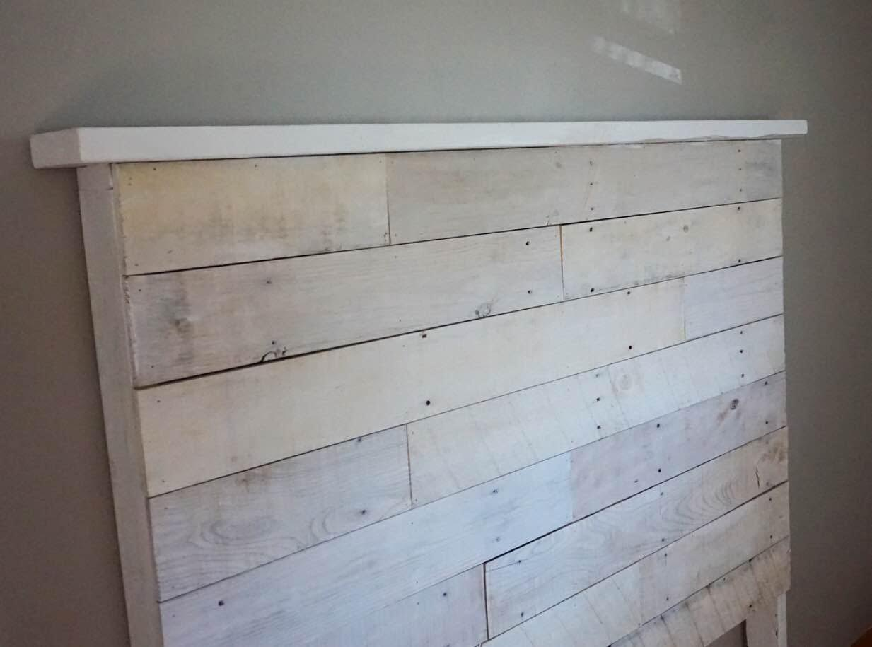 How to make your own diy pallet headboard for How to make a headboard out of pallets