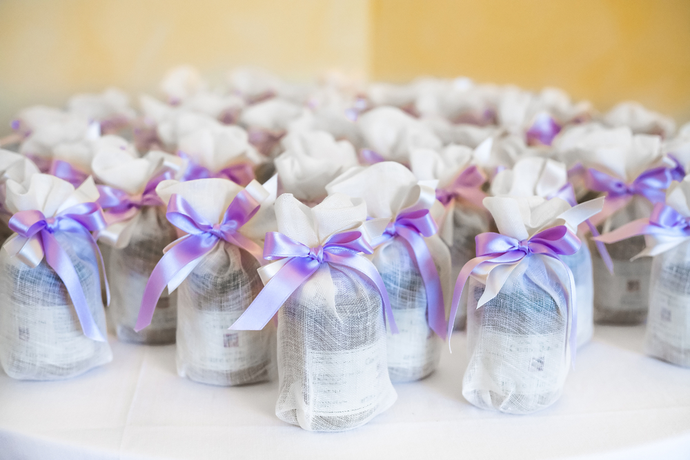Diy Bridal Shower Gift Ideas For Guests : great way to impress your guests? Offer them a favor thats both ...