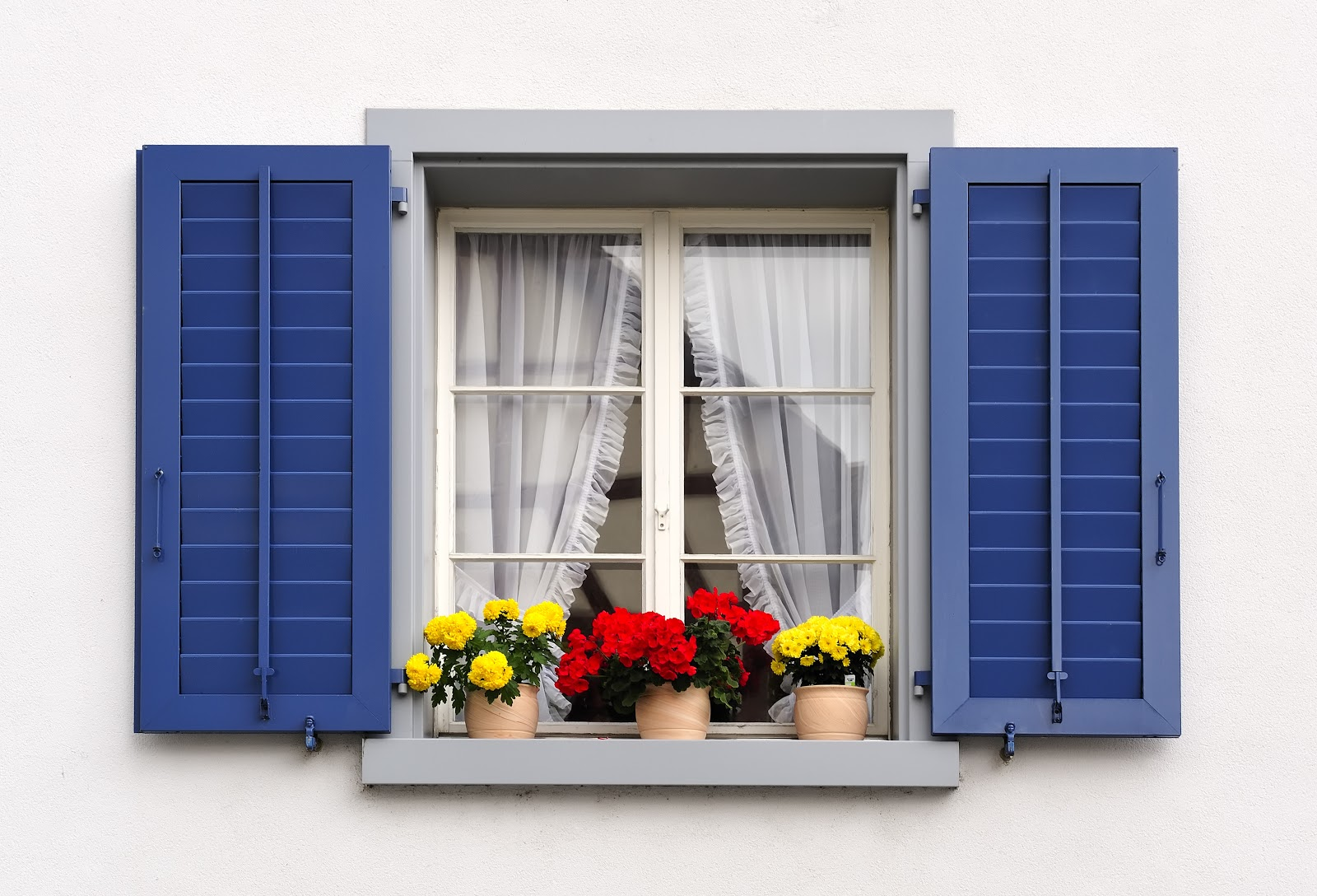 how to add curb appeal: paint shutters
