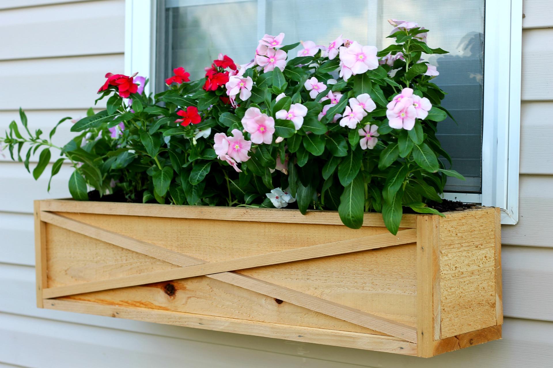 how to build a cedar window box planter. Black Bedroom Furniture Sets. Home Design Ideas