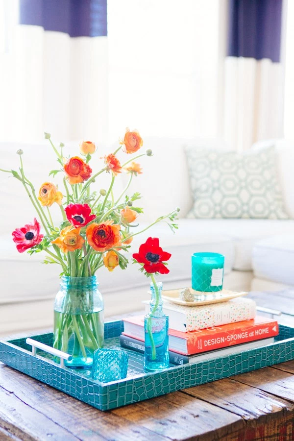 coffee table decorating ideas: pop of color