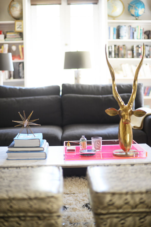 10 easy coffee table decoration ideas to complete your room Coffee table decorating ideas
