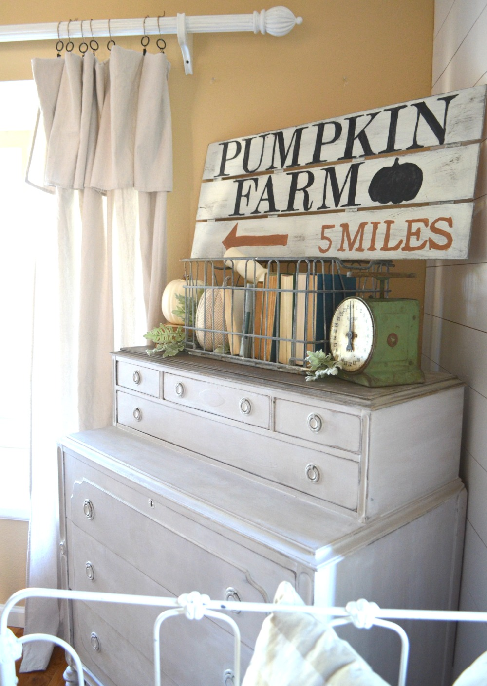 Fall Decoration Ideas - DIY Pumpkin Sign for Fall