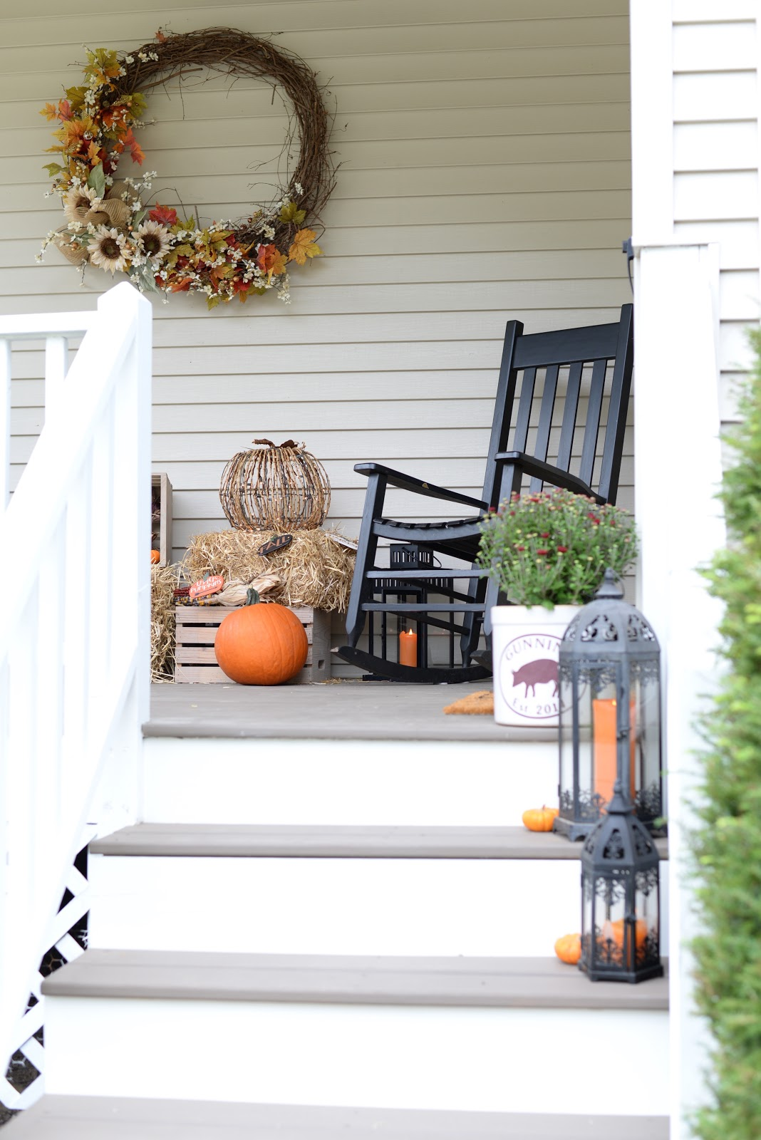 Ways to decorate a fall porch
