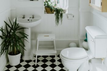 6 Creative Ways to Keep Your Kid's Bathroom Clean