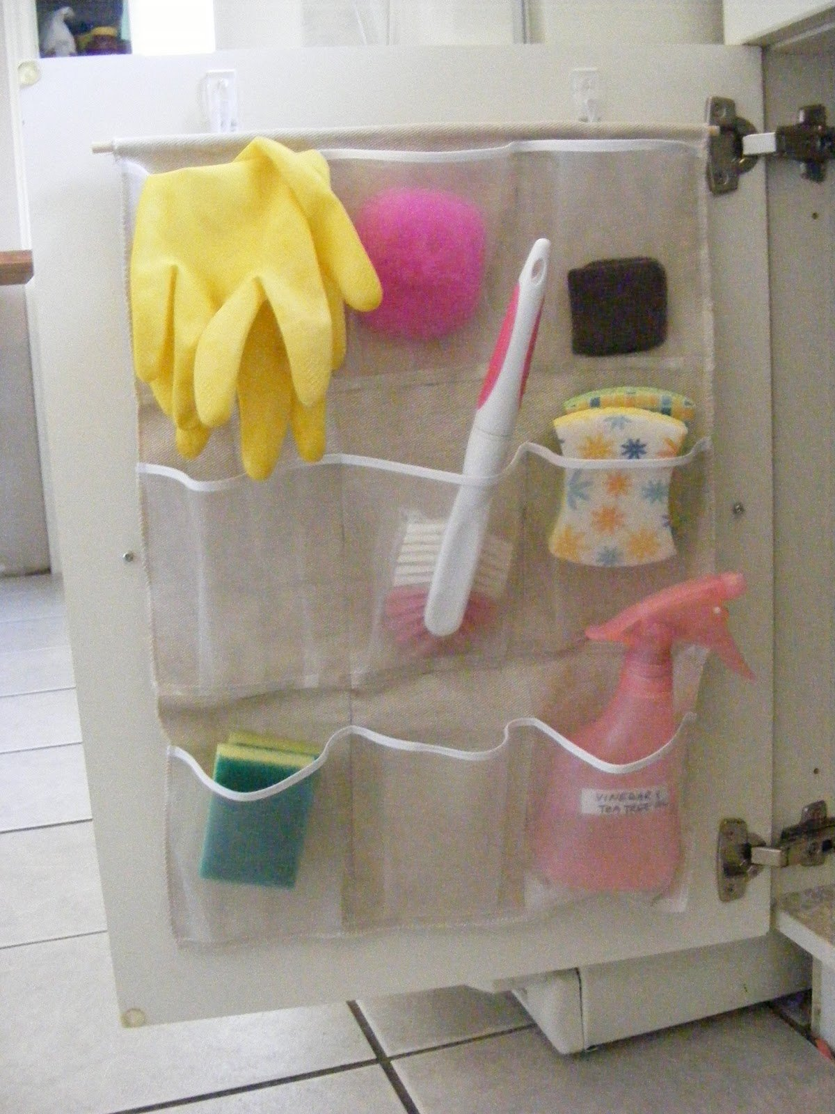 life-storage-kids-bathroom-organization-4