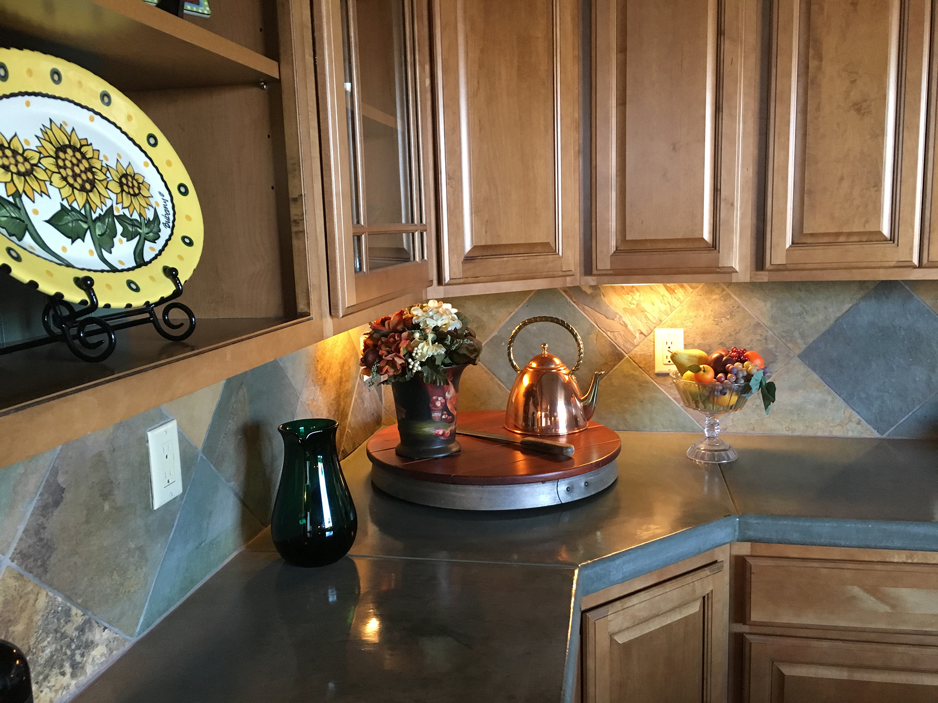 A New And Inexpensive Trend In Countertops Is Concrete. Itu0027s A Very  Versatile Option, And A Lot Of Concrete Countertop Fabricators Are Now Able  To Imitate ...