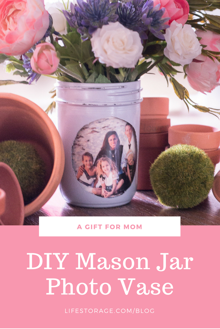 a gift for mom diy mason jar photo vase lifestorage.com/blog pin