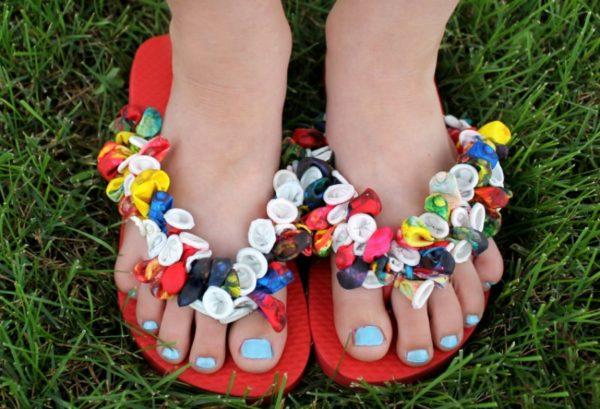 balloon flip-flop fun summer DIYs blue toe nails