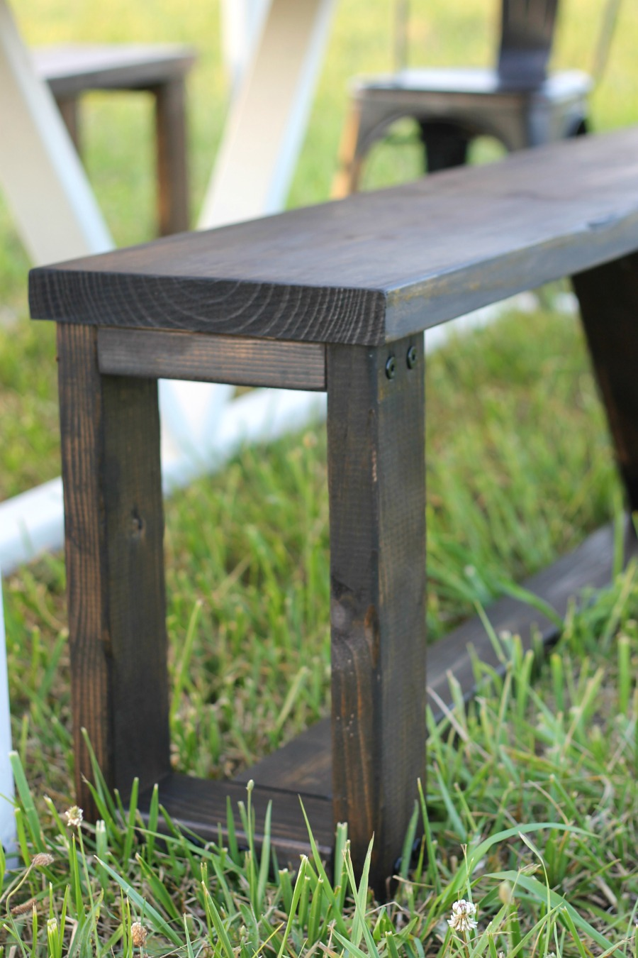 diy farmhouse table - matching benches closeup