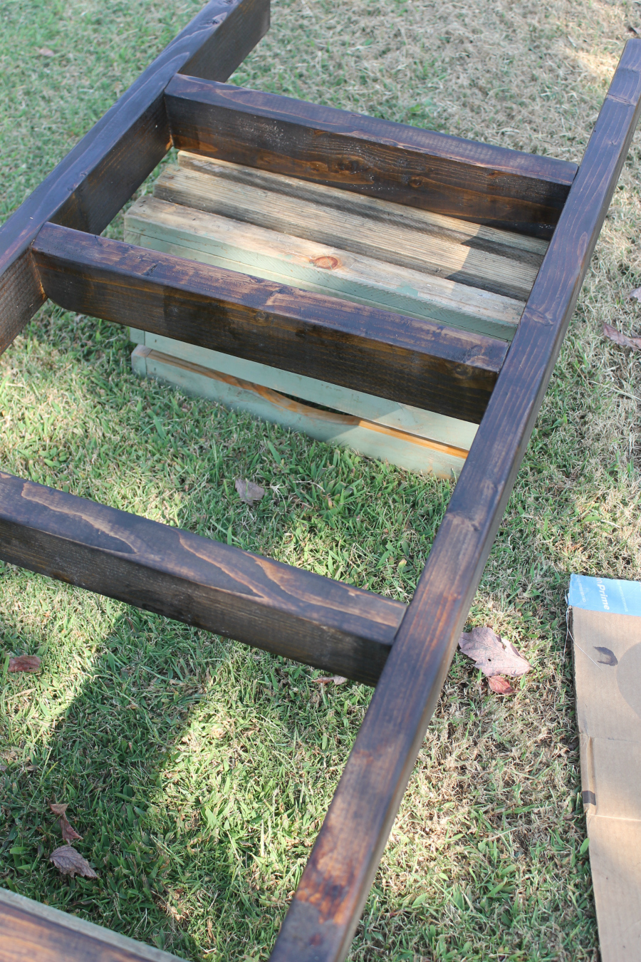 projects for your home - diy blanket ladder farmhouse dark walnut stain
