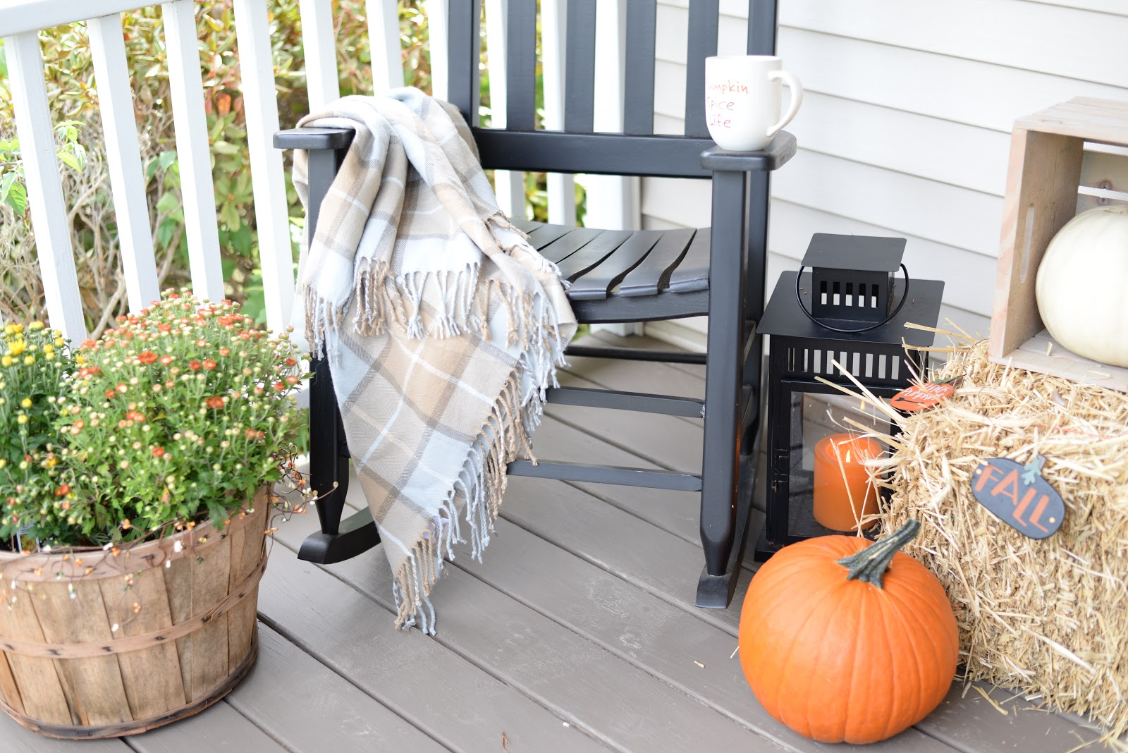 A quick and inexpensive fall decorating idea - add a cozy blanket anywhere!