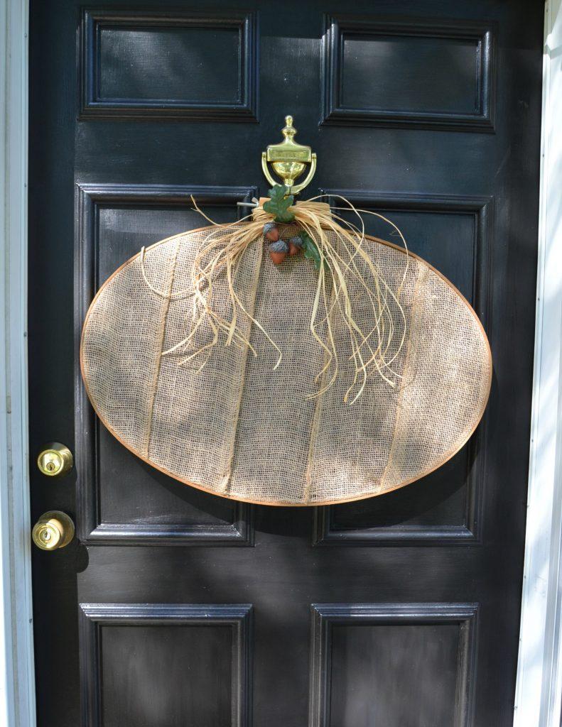 Burlap pumpkin wreath DIY - fall decorating idea