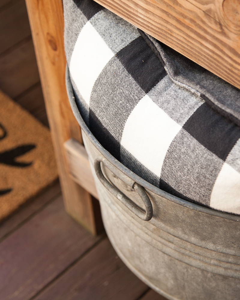 Outdoor Fall Decorating Ideas - buffalo check galvanized tub