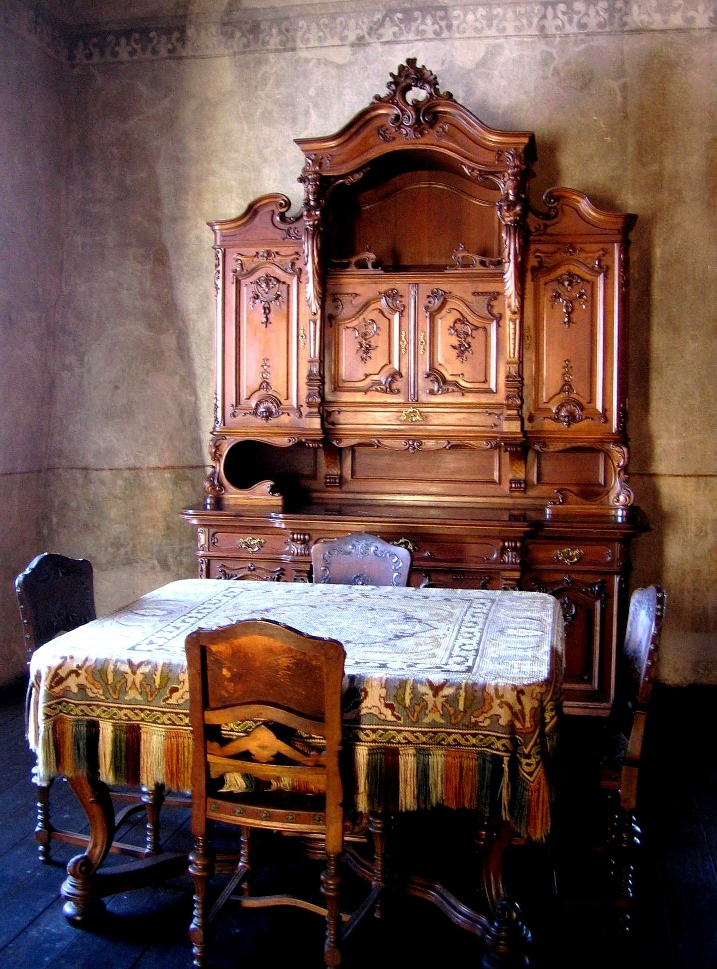 How to find out what antique furniture is worth - What's It Worth? Find The Value Of Your Inherited Furniture