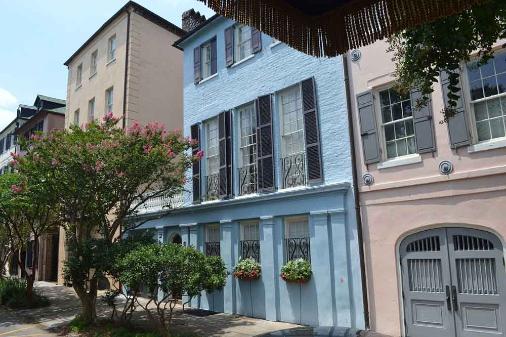 Family-friendly city street houses and apartment complexes in Charleston SC