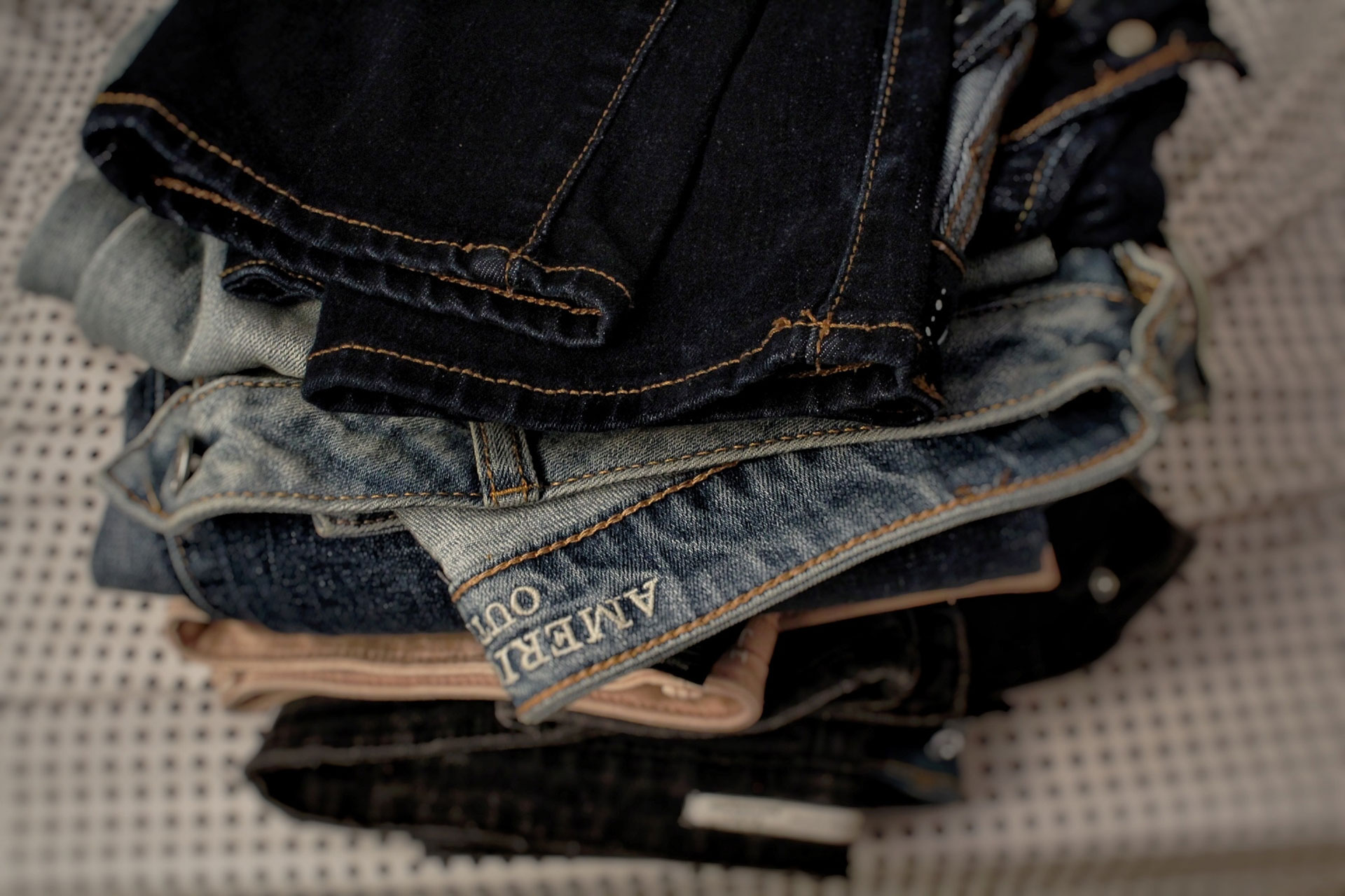 How to Pack Clothes for Moving (8 Hacks to Try)