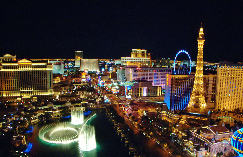 Moving to Las Vegas, a Local's Guide - The Strip at Night