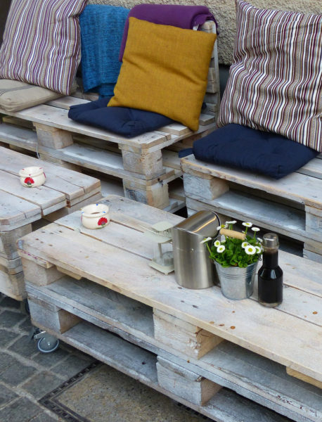How to Clean Patio Furniture - Maintaining outdoor wood furniture