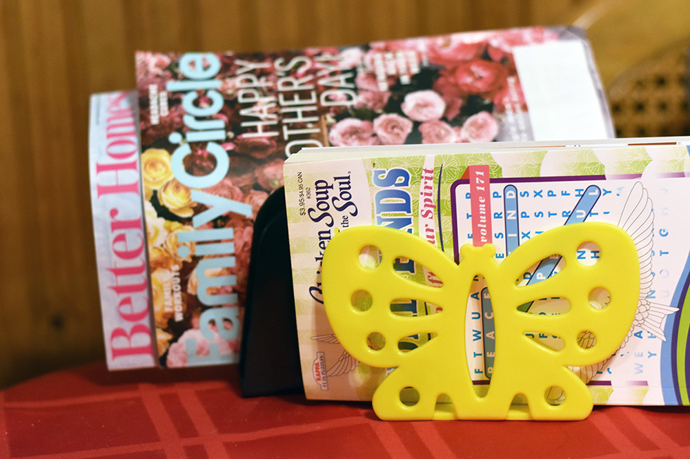 File folders are a cheap way to organize magazines
