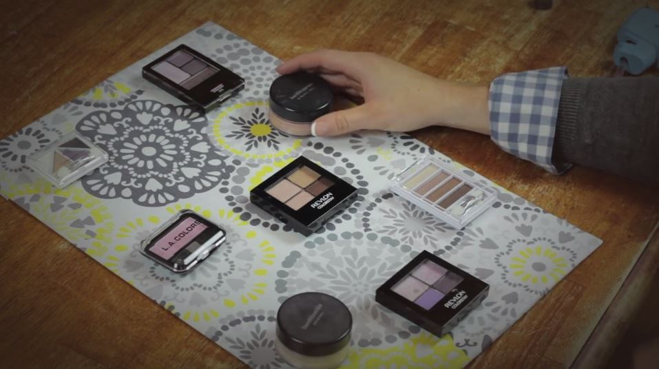 Organize your makeup with this inexpensive DIY magnetic organizer