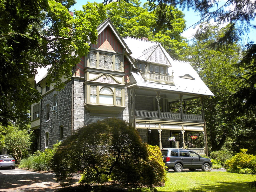 Moving to Philadelphia, Facts to Know - Chestnut Hill, PA is a great place to raise a family in Philadelphia