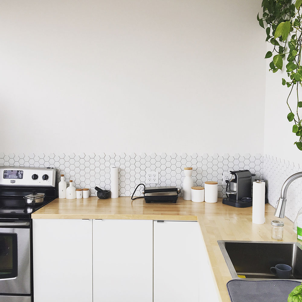 How to keep a house clean: spotless uncluttered kitchen
