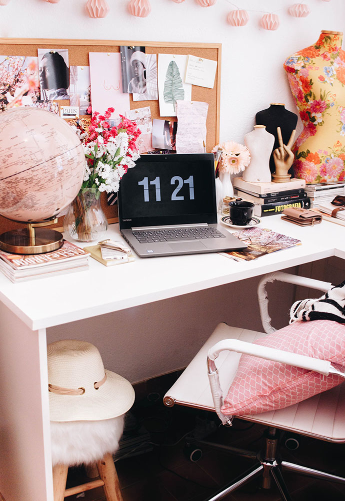 Room decoration ideas for couples: desk decorated with light pink accents with laptop