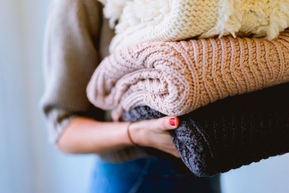 MInimized wardrobe to help with laundry room organization