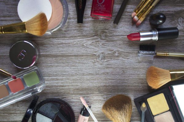 How to declutter and organize your makeup collection - monthly tips