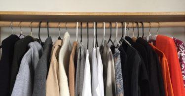 KonMari folding method: clothes handing in order of weight